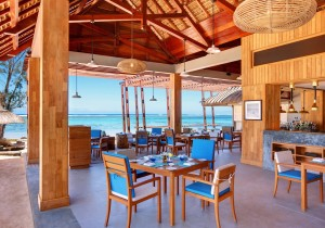 OUTRIGGER MAURITIUS BEACH RESORT  5*............................. OFFRE DEMI-PENSION = PENSION COMPLETE